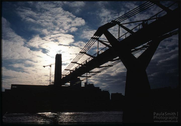 Shooting into the sun   London's Tate Modern and Millennium Bridge