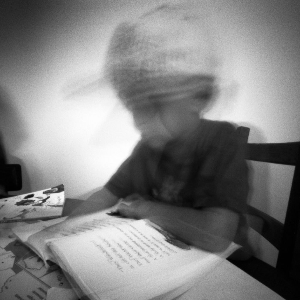 Reading Ondu Multiformat Pinhole 6x6, Ilford PanF+ EI800